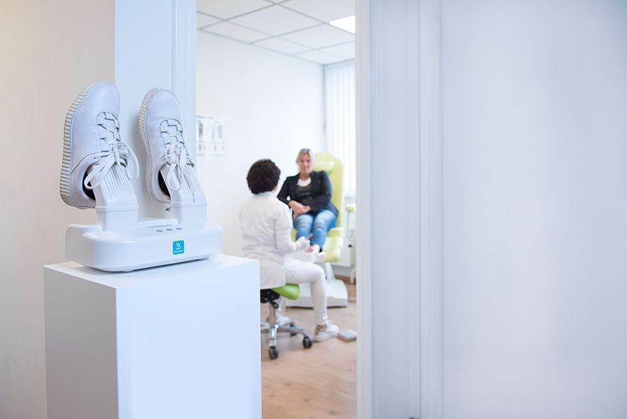 Uso de Shoefresh desinfección con ozono en calzado en una clínica podológica